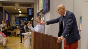 Auctioneer taking bids